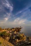 Puesta del sol hermosa sobre el mar adriático, con el cloudscape dramático hermoso Imagen de archivo libre de regalías