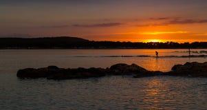 Puesta del sol hermosa sobre el mar adriático, con el cloudscape dramático hermoso Foto de archivo libre de regalías