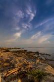 Puesta del sol hermosa sobre el mar adriático, con el cloudscape dramático hermoso Fotografía de archivo libre de regalías