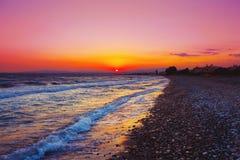 Puesta del sol hermosa sobre el mar Mediterráneo Imágenes de archivo libres de regalías