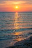 Puesta del sol hermosa sobre el Mar Negro en el verano Fotografía de archivo libre de regalías
