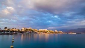 Puesta del sol hermosa sobre el Mar Rojo en Eilat, Israel almacen de metraje de vídeo