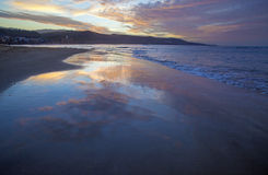 Puesta del sol hermosa sobre Las Canteras Foto de archivo libre de regalías