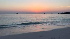 Puesta del sol hermosa del timelapse en los Maldivas almacen de video