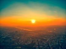 Puesta del sol hermosa del verano aéreo de Praga foto de archivo libre de regalías