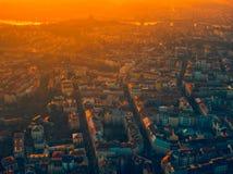 Puesta del sol hermosa del verano a?reo de Praga imagen de archivo libre de regalías