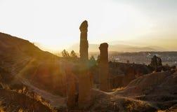 Puesta del sol hermosa, vista de Torre Torre, paisaje urbano de la ciudad de Huancayo Junin, Perú fotos de archivo