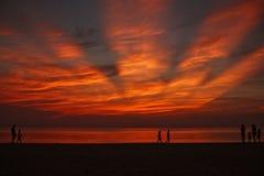 Puesta del sol imponente en la playa Fotos de archivo libres de regalías