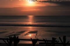 Puesta del sol Indonesia Bali del mar Imagenes de archivo