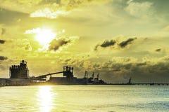 Puesta del sol industrial del agua foto de archivo libre de regalías