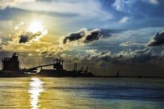 Puesta del sol industrial del agua fotografía de archivo libre de regalías