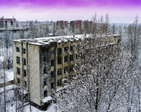 Puesta del sol industrial radiactiva rosada horizontal del invierno cerca de Pripya foto de archivo libre de regalías
