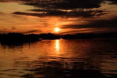 Puesta del sol interior del paso del Alaskan Imagen de archivo libre de regalías