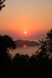Puesta del sol jónica. Foto de archivo libre de regalías