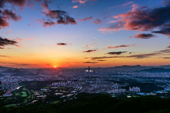 Puesta del sol la ciudad de Seul Imagen de archivo