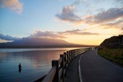 Puesta del sol del lago Yamanako, JAPAN/Yamanako fotos de archivo