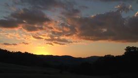 Puesta del sol del lapso de tiempo en el interior de Australia almacen de video