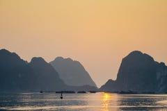 Puesta del sol larga de la bahía de la ha Foto de archivo libre de regalías