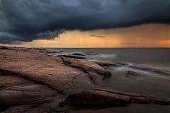 Puesta del sol lluviosa en Pori, Finlandia fotos de archivo libres de regalías