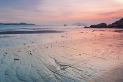 Puesta del sol a lo largo de la costa Fotos de archivo libres de regalías