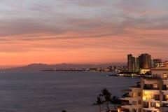 Puesta del sol a lo largo de la costa costa Imagen de archivo