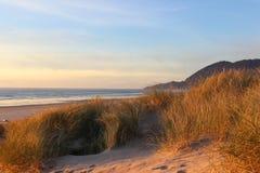 Puesta del sol a lo largo de la costa en Manzanita, Oregon Foto de archivo libre de regalías