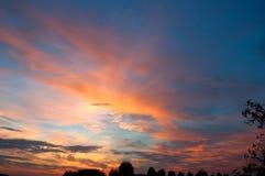 Puesta del sol mágica coloreada Imagen de archivo