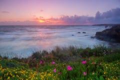 Puesta del sol mágica en el Algarve foto de archivo