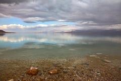 Puesta del sol mágica en el mar muerto Foto de archivo