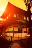 Puesta del sol mágica sobre el templo de Ginkakuji Imagen de archivo libre de regalías