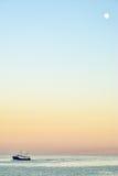 Puesta del sol mínima del paisaje marino Imagen de archivo