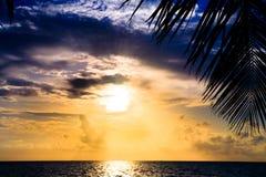 Puesta del sol maldiva Foto de archivo libre de regalías
