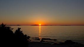 Puesta del sol del mar adriático, visión desde la isla Losinj, Croacia Imagen de archivo