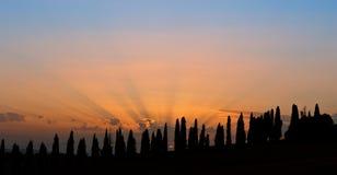 Puesta del sol maravillosa en el campo toscano Imagenes de archivo