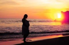 Puesta del sol maternal Imágenes de archivo libres de regalías