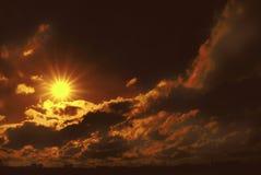 Puesta del sol mística Fotografía de archivo libre de regalías