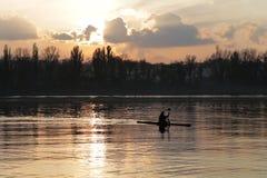Puesta del sol muy hermosa en el río Fotografía de archivo