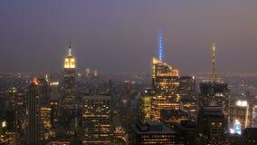 Puesta del sol New York City metrajes