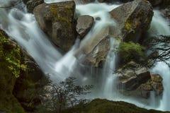 Puesta del sol del norte y nubes de la montaña de las cascadas Imágenes de archivo libres de regalías