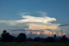 Puesta del sol nublada Fotos de archivo
