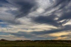 Puesta del sol nublada en los Badlands Fotos de archivo libres de regalías