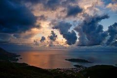Puesta del sol nublada en Montenegro Imagen de archivo