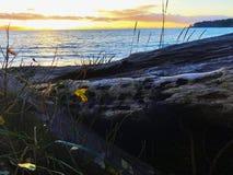 Puesta del sol pacífica ardiente en la playa francesa, A.C. Imagen de archivo