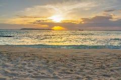 Puesta del sol del paisaje en la playa Imagenes de archivo