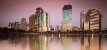 Puesta del sol del parque de Benjakiti - Bangkok Fotografía de archivo libre de regalías