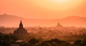 Puesta del sol a partir del uno de los templos de Bagan, Myanmar Fotografía de archivo