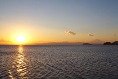 Puesta del sol pasada del año 2013 en la montaña Fuji Foto de archivo