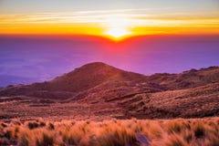 Puesta del sol perfecta de la montaña Imágenes de archivo libres de regalías
