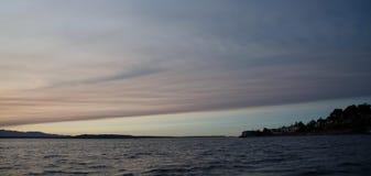 Puesta del sol pintoresca en Puget Sound Imagenes de archivo