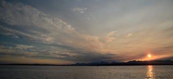 Puesta del sol pintoresca en Puget Sound Fotografía de archivo